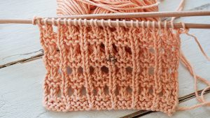 Knitting tutorial for beginners Textured Eyelets