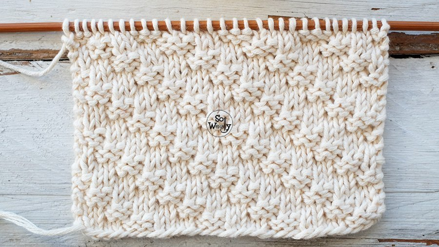 A textured knitting stitch for beginners: Diagonal to the right -For