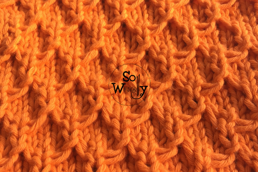 Mermaid knitting stitch pattern step-by step, tutorial for beginners. So Woolly.