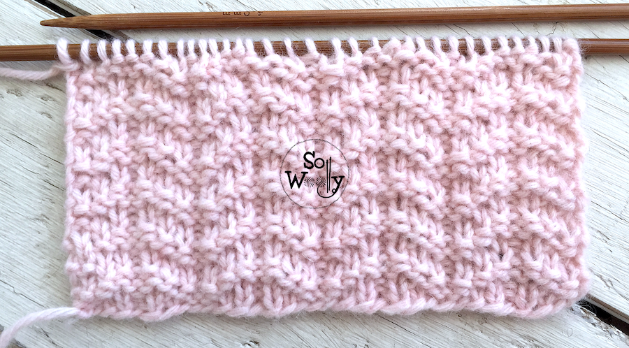 Reversible knitting stitch pattern for beginners: Little Arrows stitch. So Woolly.