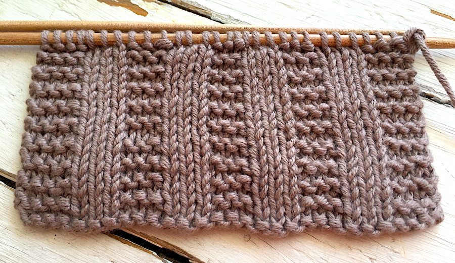 How to knit vertical stripes in Garter stitch: Written pattern and video tutorial. So Woolly.