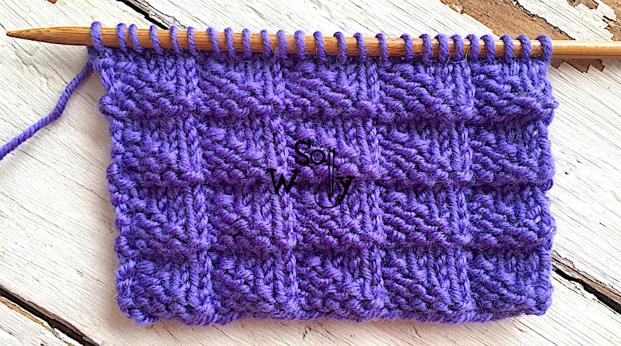 Easy reversible knitting stitch patterns that lay flat. Learn to knit the Pennant stitch. So Woolly.