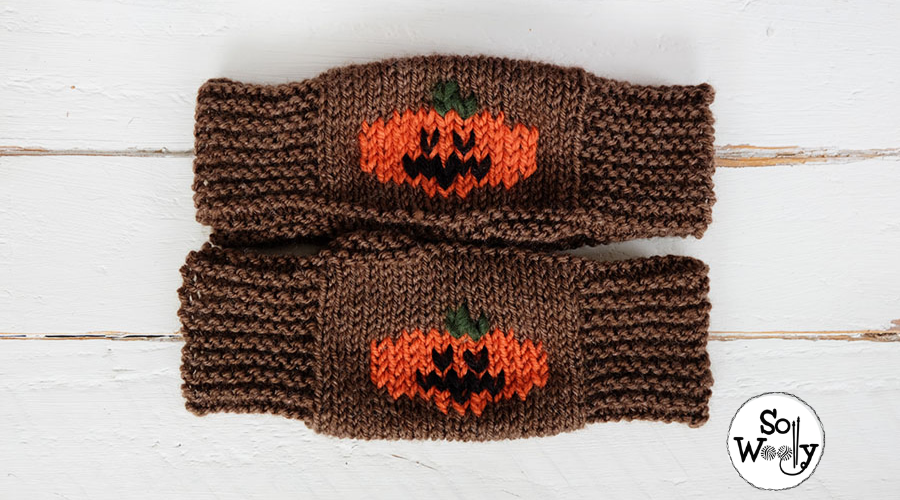 Halloween Mittens free knitting pattern for beginners. So Woolly.